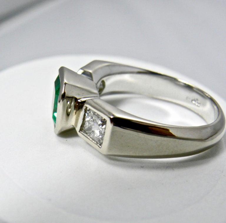 Estate Square Fine Colombian Emerald Diamond Ring White Gold 18 Karat For Sale 1