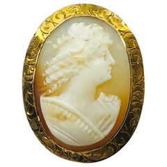 Estate Victorian Carved Conch Shell Cameo with 10 Karat Yellow Gold Bezel