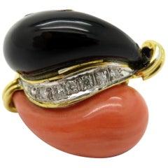 Estate Vintage Onyx and Coral Diamond Fashion Ring 18 Karat Yellow Gold