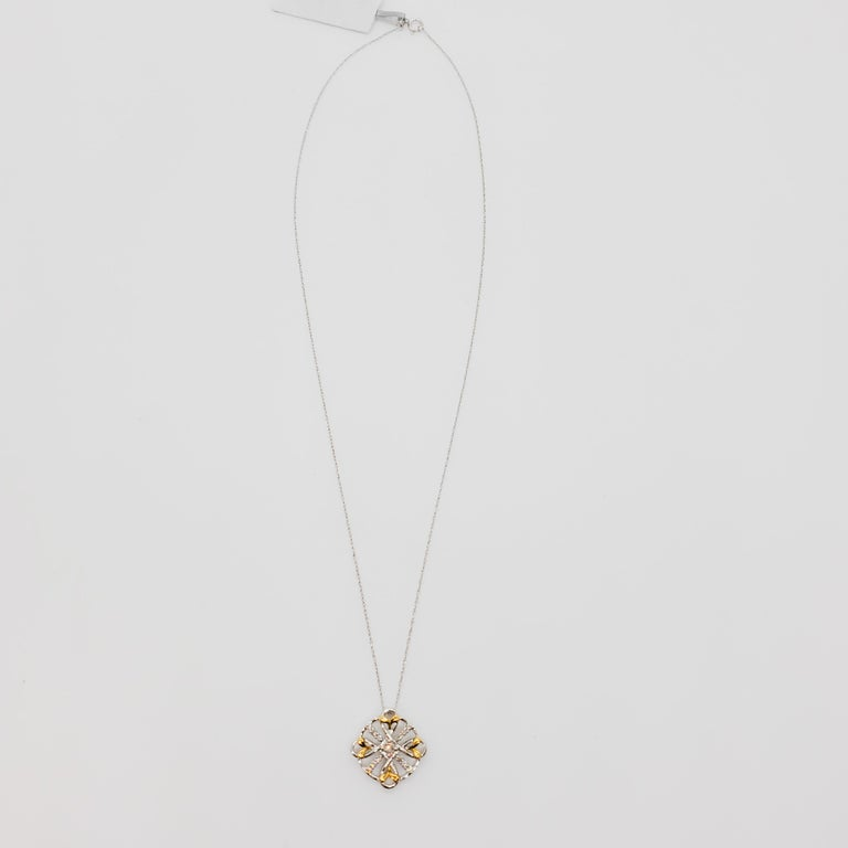 Estate White Diamond Pendant Necklace in 18k Two Tone Gold In Excellent Condition For Sale In Los Angeles, CA