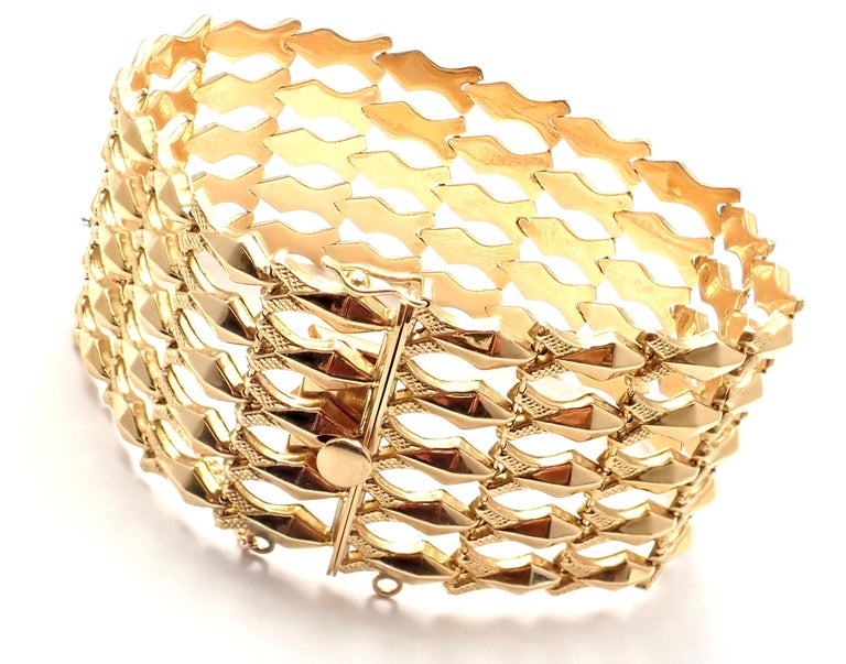 Estate Wide Yellow Gold Link Bracelet In Excellent Condition For Sale In Holland, PA