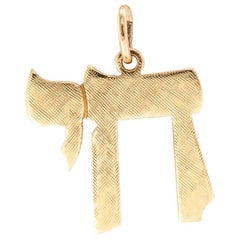 Estate Yellow Gold Chai Charm Pendant