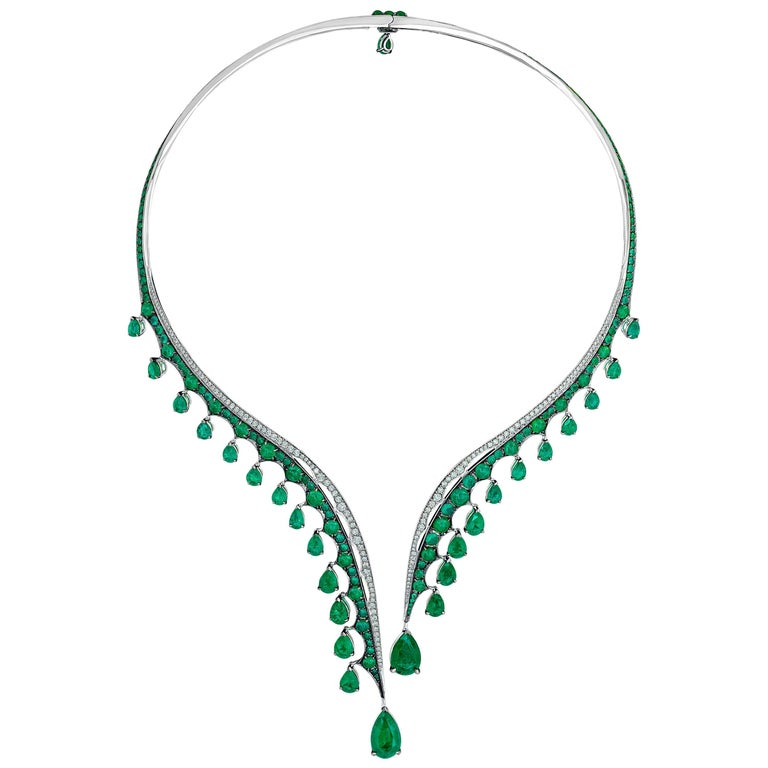Contemporary 18K White Gold, White Diamonds and Ethically Sourced Emeralds Necklace and Ring For Sale