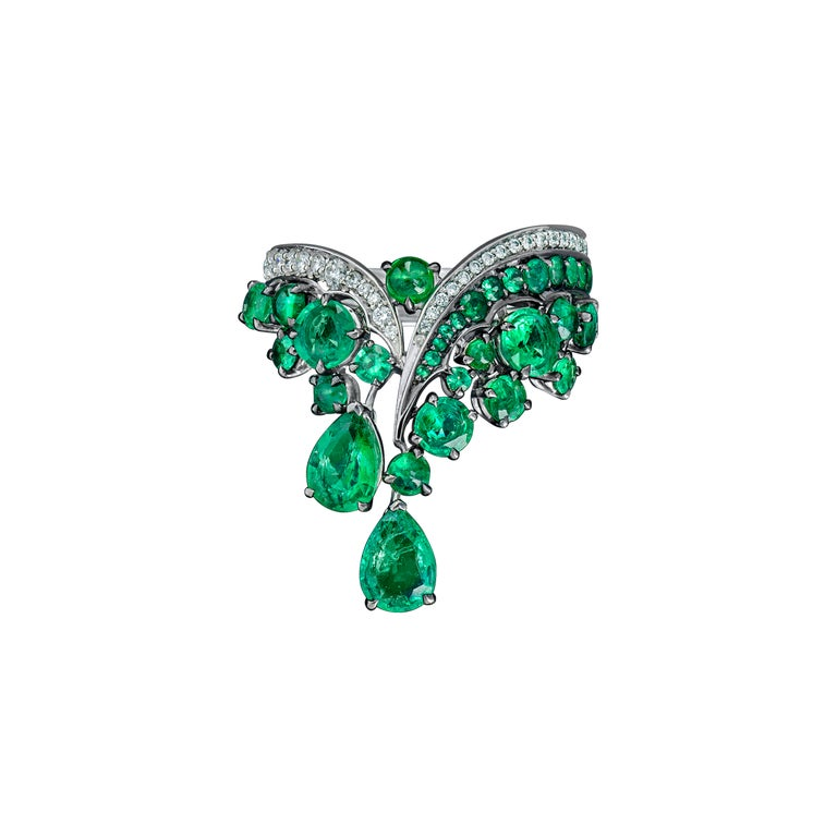 18K White Gold, White Diamonds and Ethically Sourced Emeralds Necklace and Ring In New Condition For Sale In Mayfair, London, GB