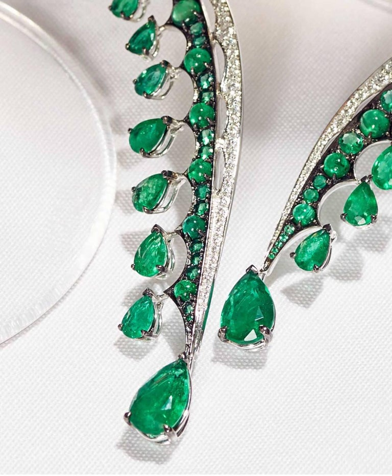 18K White Gold, White Diamonds and Ethically Sourced Emeralds Necklace and Ring For Sale 2