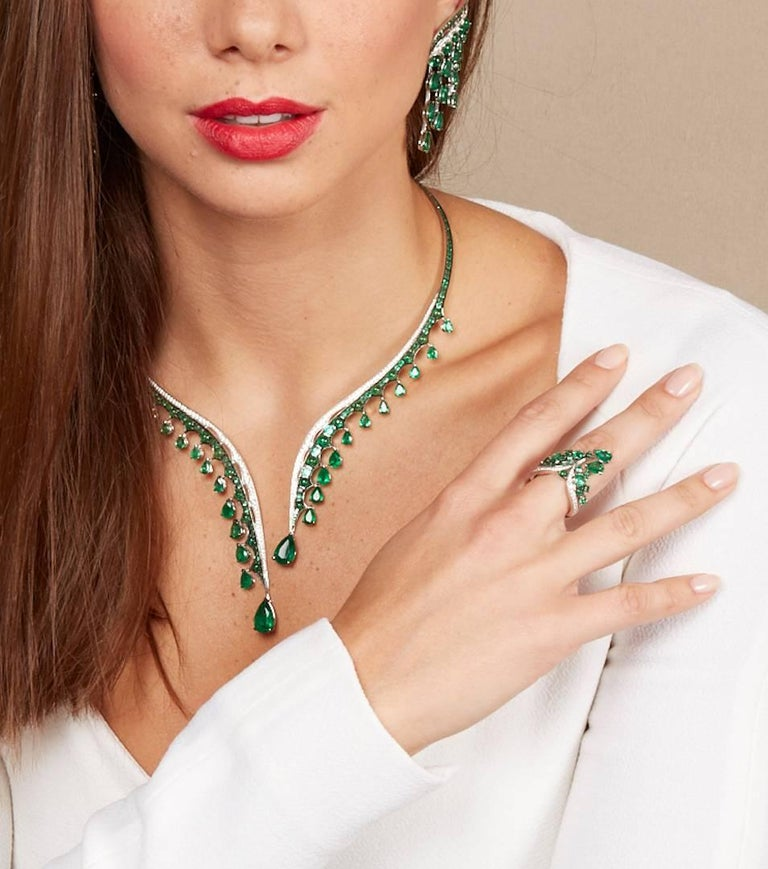 18K White Gold, White Diamonds and Ethically Sourced Emeralds Necklace and Ring For Sale 3