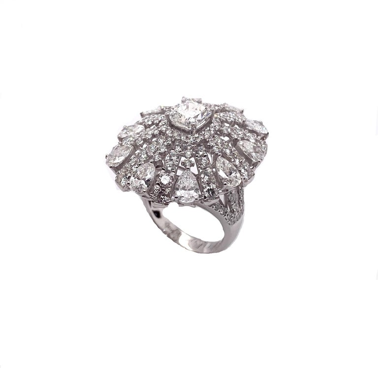 Contemporary Ethonica Magnificent Ballerina Diamond Ring in 18 Karat Gold For Sale