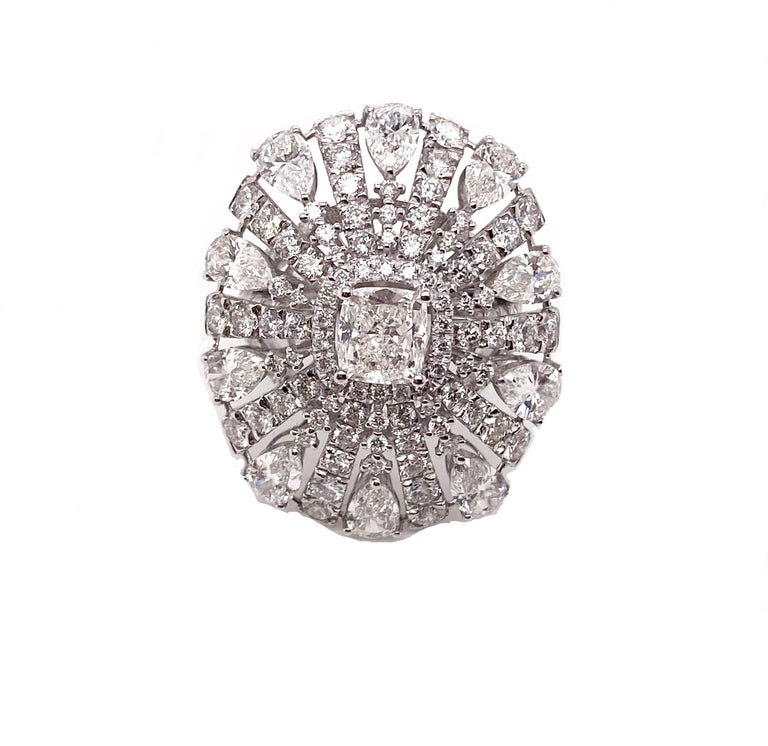 Cushion Cut Ethonica Magnificent Ballerina Diamond Ring in 18 Karat Gold For Sale