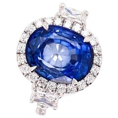 Ethonica Royal Blue Sapphire Diamond Ring in 18 Karat Gold