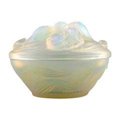 Etling, France, Art Deco Bonbonniere / Powder Pot in Opalescent Glass, 1930s