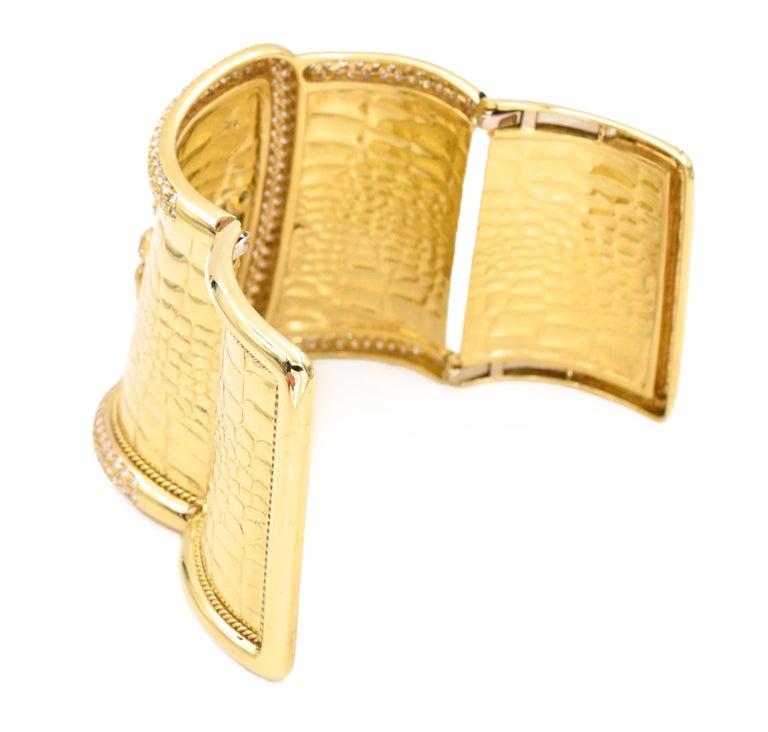 Round Cut Etoile Diamond Cuff Watch Made in 18 Karat Yellow Gold For Sale