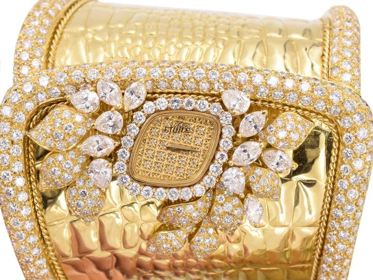 Etoile Diamond Cuff Watch Made in 18 Karat Yellow Gold For Sale 1