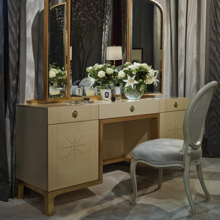 A complementing piece to the Etoile chest of drawers, this vanity table is a superb addition to a bedroom, where it will make a sophisticated statement. Completely handcrafted of rosewood and maple, this piece features an imposing size and a