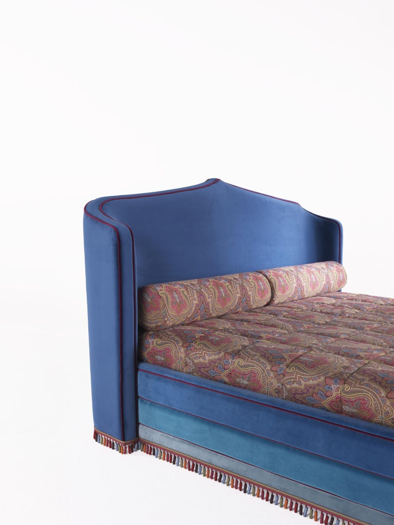Etro Amina Large Bed in Wood and Velvet In New Condition For Sale In Cantu, IT