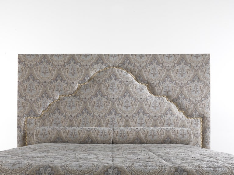 Etro Bombay Bed in Wood and Light Paisley In New Condition For Sale In Cantu, IT