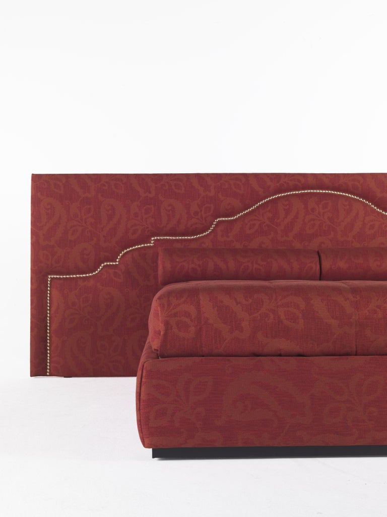 Etro Bombay Extra Large Bed in Wood and Red Paisley In New Condition For Sale In Cantu, IT