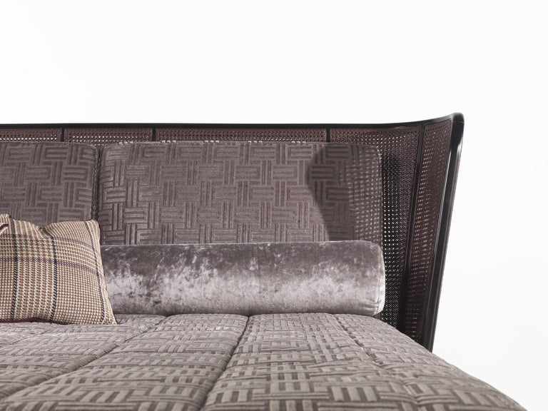 Nomadic spirit, travel suggestions and natural inspiration: these elements at the base of Etro Home Interior collection are all present in the Caral bed. The headboard with a frame in glossy dark wengé dyed wood and glossy Cherry red lacquered cane
