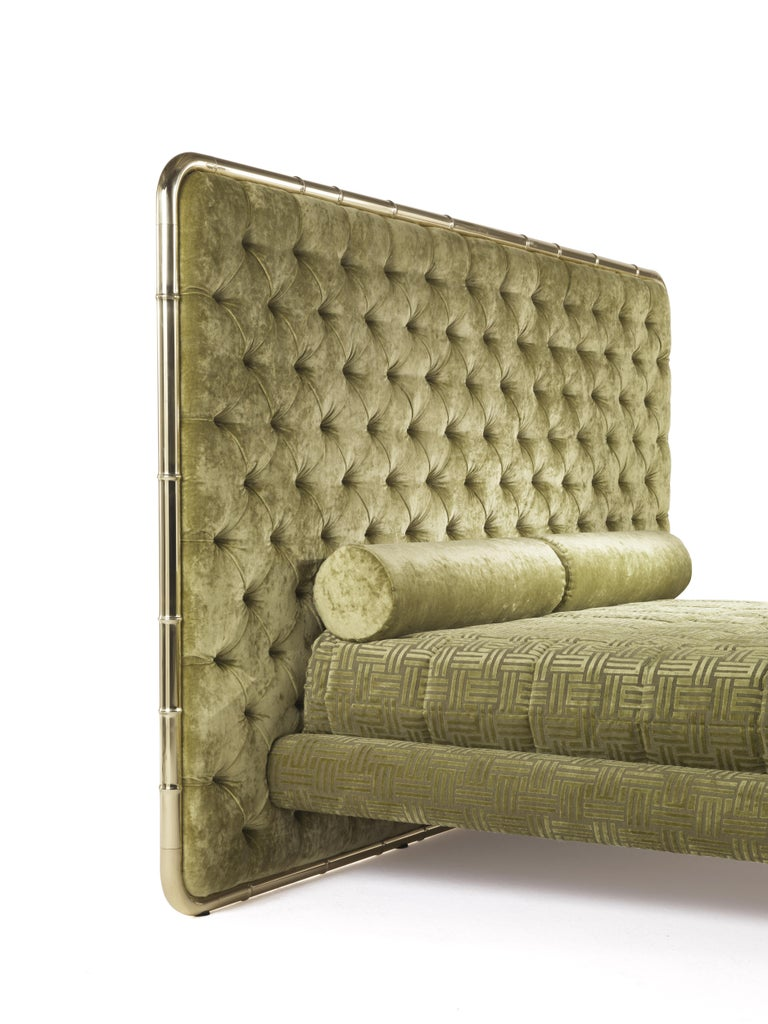 Etro Delfi Bed in Velvet and Polished Brass In New Condition For Sale In Cantu, IT