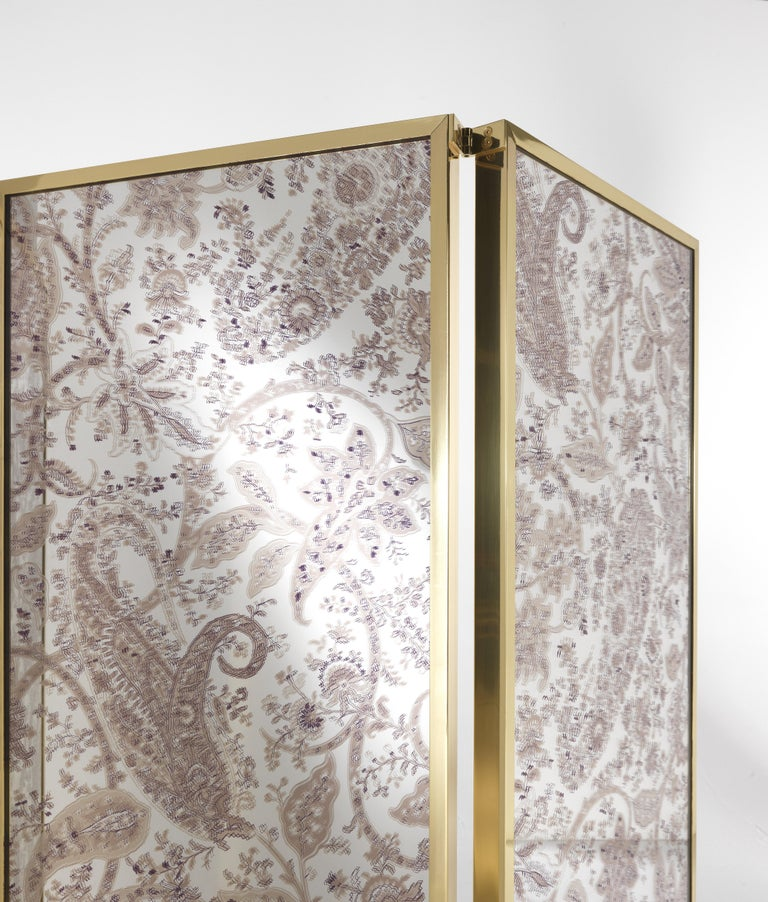 Modern Etro Gathi Screen in Brass and Wood For Sale