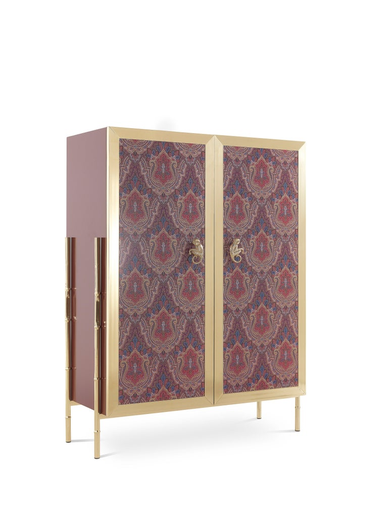 The rich Deosai pattern of the doors, the precious monkey applied to the doors, the bamboo canes legs and the luminous structure in polished brass create a unique mix of colors, shapes and materials, making Janis cabinet the perfect furniture