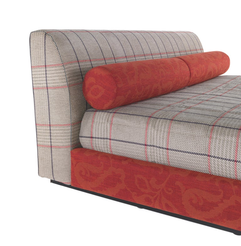 Classic charm, comfort and elegance: behind the compact shape and the essential lines of the Masada bed lies the essence of the Etro brand. Its characteristic eclecticism is expressed in the meeting between the timeless charm of the Prince of Wales