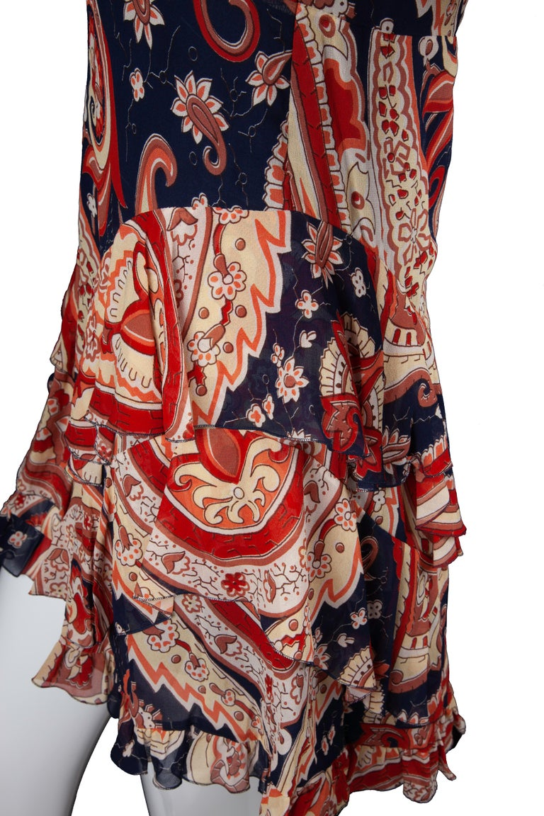 Etro Runway Red & Blue Paisley V-Neck Tiered Ruffle Silk Dress Size 42 In New Condition For Sale In Paradise Island, BS