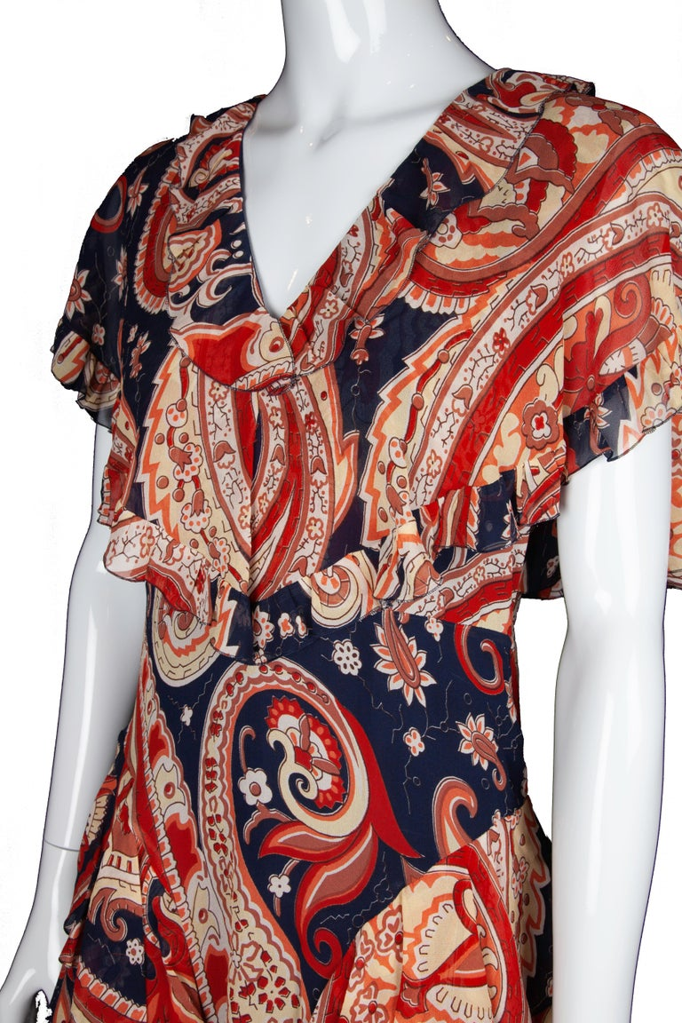 Women's Etro Runway Red & Blue Paisley V-Neck Tiered Ruffle Silk Dress Size 42 For Sale
