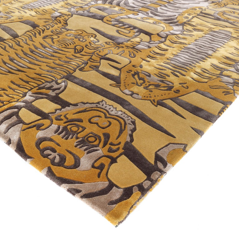 Hand-tufted in New Zealand wool and bamboo silk with carving. Pattern with Etro tibetan tigers. Ochre colour.  L 400 D 300
