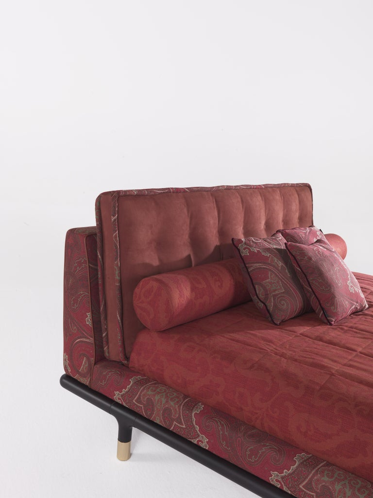 Contemporary Etro Woodstock Bed in Wood, Red Paisley and Brass For Sale