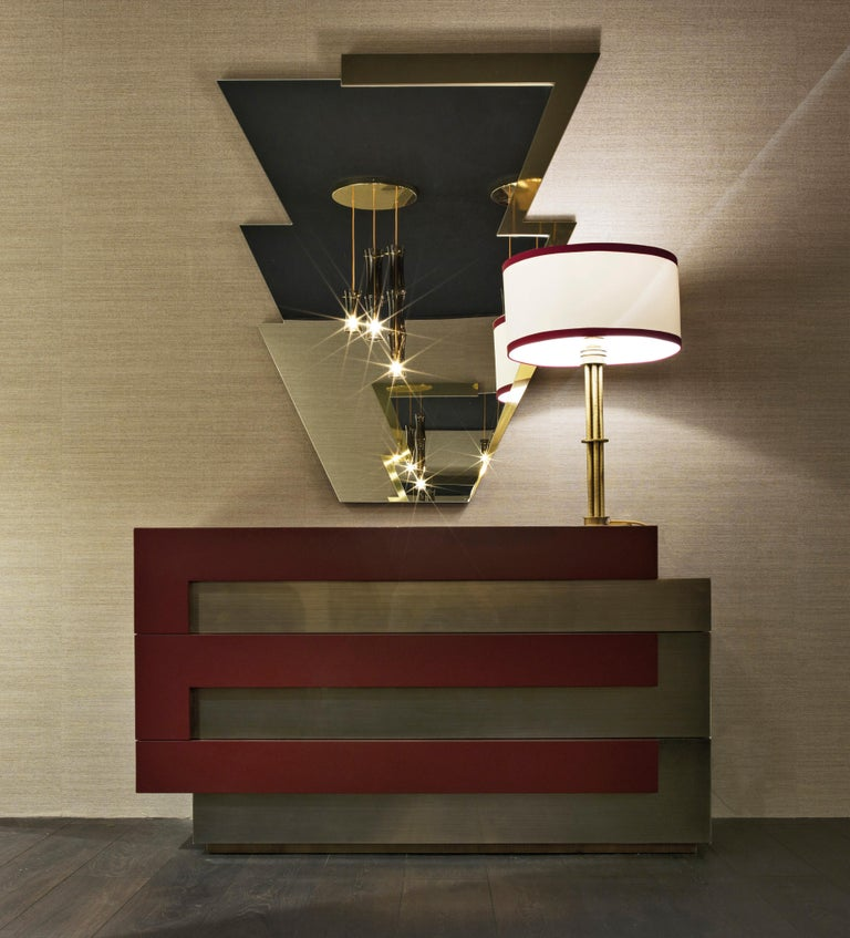 Bevelled natural mirror. Profile in polished brass.  L 110 D 3 H 142