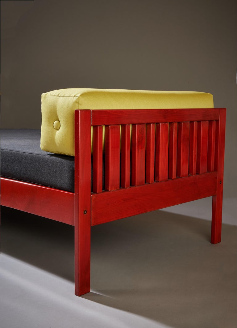 Ettore Sottsass Daybed, Red Lacquered Wood, Chartreuse Upholstery, Italy c. 1962 For Sale 5
