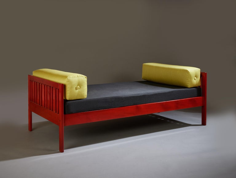 Ettore Sottsass Daybed, Red Lacquered Wood, Chartreuse Upholstery, Italy c. 1962 For Sale 3