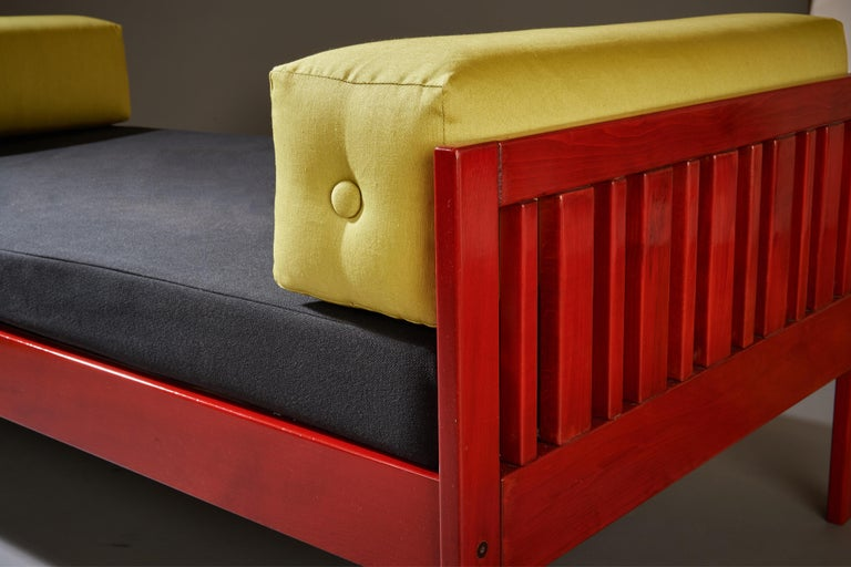 Ettore Sottsass Daybed, Red Lacquered Wood, Chartreuse Upholstery, Italy c. 1962 For Sale 8