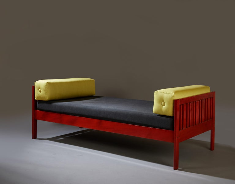 Mid-Century Modern Ettore Sottsass Daybed, Red Lacquered Wood, Chartreuse Upholstery, Italy c. 1962 For Sale