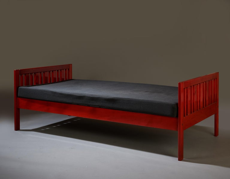 Ettore Sottsass Daybed, Red Lacquered Wood, Chartreuse Upholstery, Italy c. 1962 For Sale 4