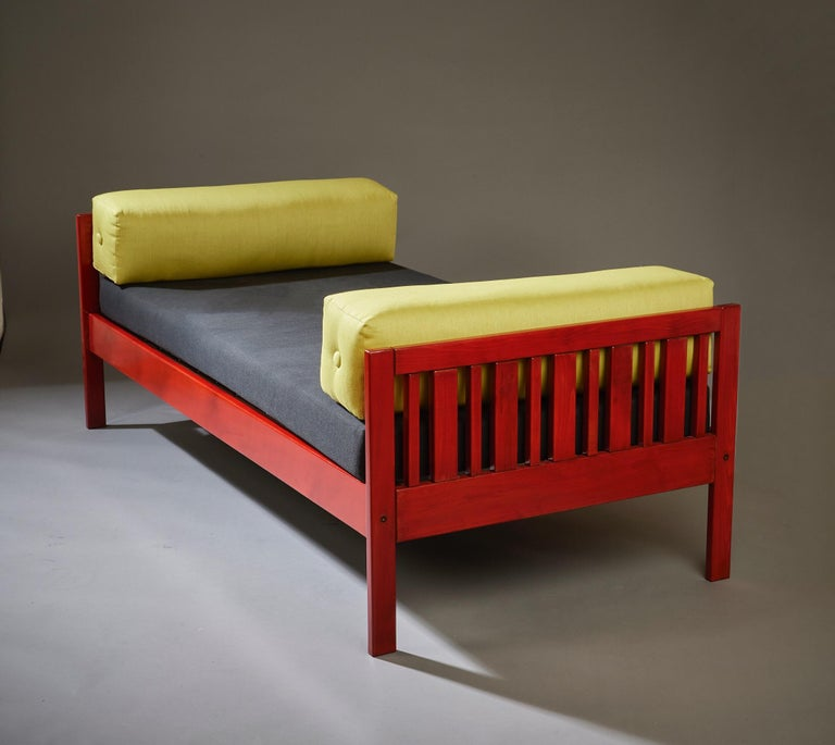 Ettore Sottsass Daybed, Red Lacquered Wood, Chartreuse Upholstery, Italy c. 1962 For Sale 1