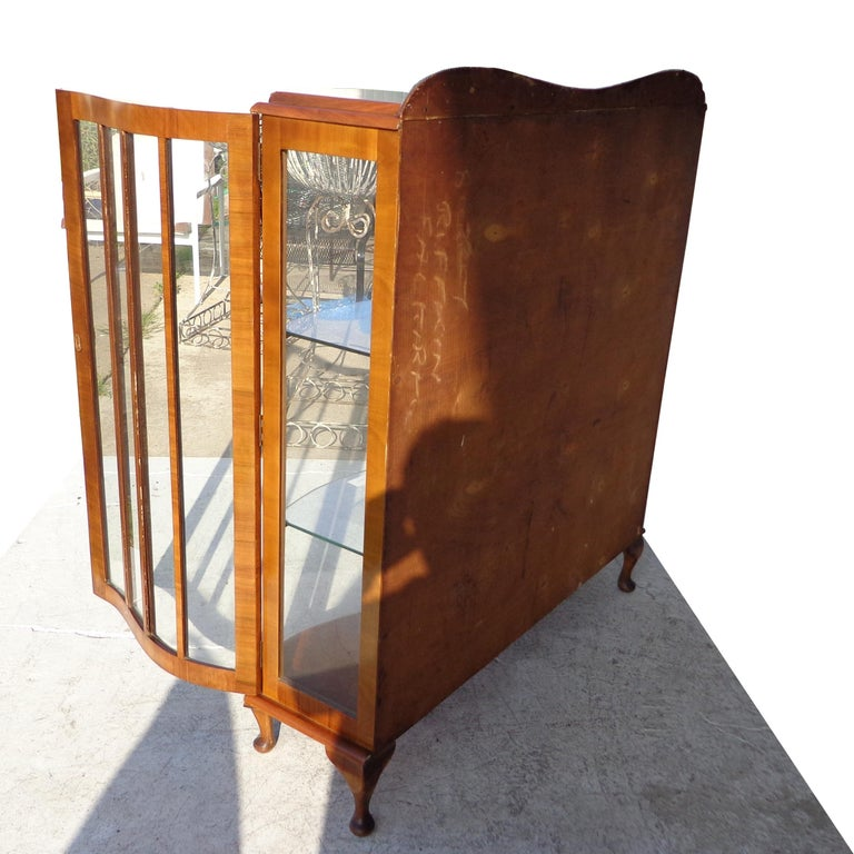 European Art Deco Walnut Glass Curio Display Cabinet In Good Condition For Sale In Pasadena, TX