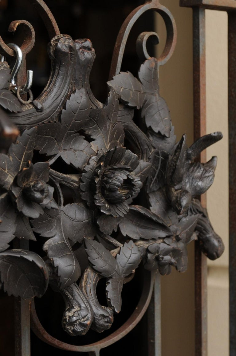 European Hand Carved Wall Decor with Fox Head and Foliage, circa 1900 In Good Condition For Sale In Atlanta, GA