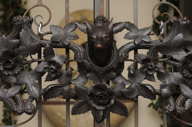European Hand Carved Wall Decor with Fox Head and Foliage, circa 1900 For Sale 3