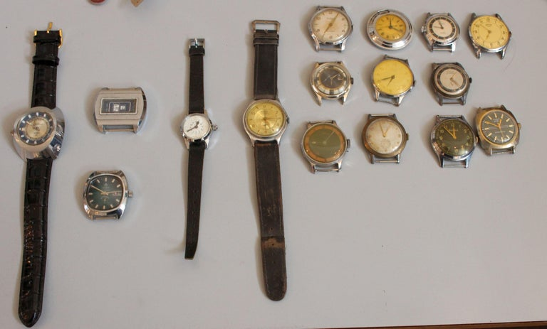 European Vintage Wristwatches Anker, Omega, Orion,  Lanco Swiss, Chronometre In Distressed Condition For Sale In Los Angeles, CA