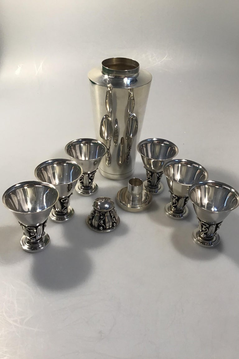 20th Century Evald Nielsen Sterling Silver Cocktailshaker and Six Drinking Cups For Sale