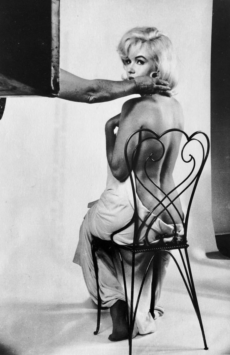 Marilyn Monroe  Vintage press photo. Photographer Eve Arnold for Magnum Photos. 1962 printed later. (I believe in the early 80's)  Eve Arnold, OBE, Hon. FRPS 1912 – 2012 was an American photojournalist. She joined Magnum Photos agency in 1951, and