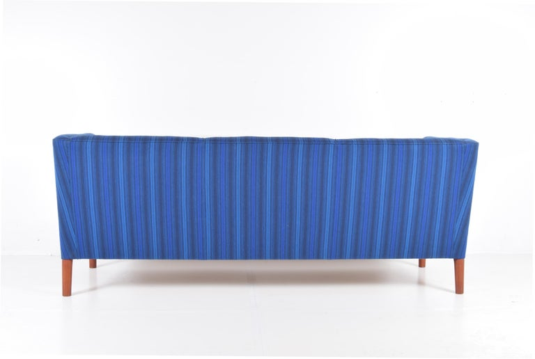 Even Arm Sofa by Hans Wegner In Good Condition For Sale In Providence, RI
