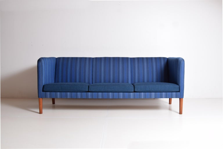 Even Arm Sofa by Hans Wegner For Sale 1