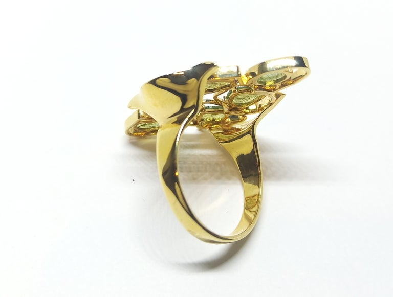 Evoke Awe with Contemporary Green Uncut Diamond 18K Green Gold Cocktail Ring In New Condition For Sale In NEW DELHI, IN