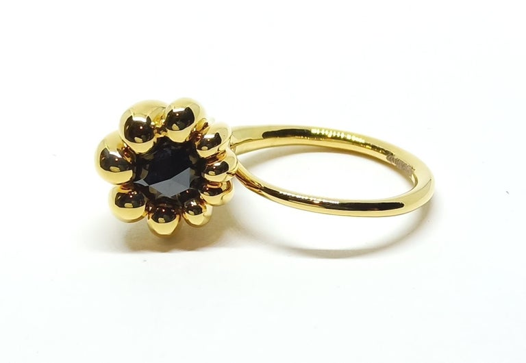 Evoke Awe with Contemporary One of a Kind Black Diamond 18 Karat Gold Ring In New Condition For Sale In NEW DELHI, IN