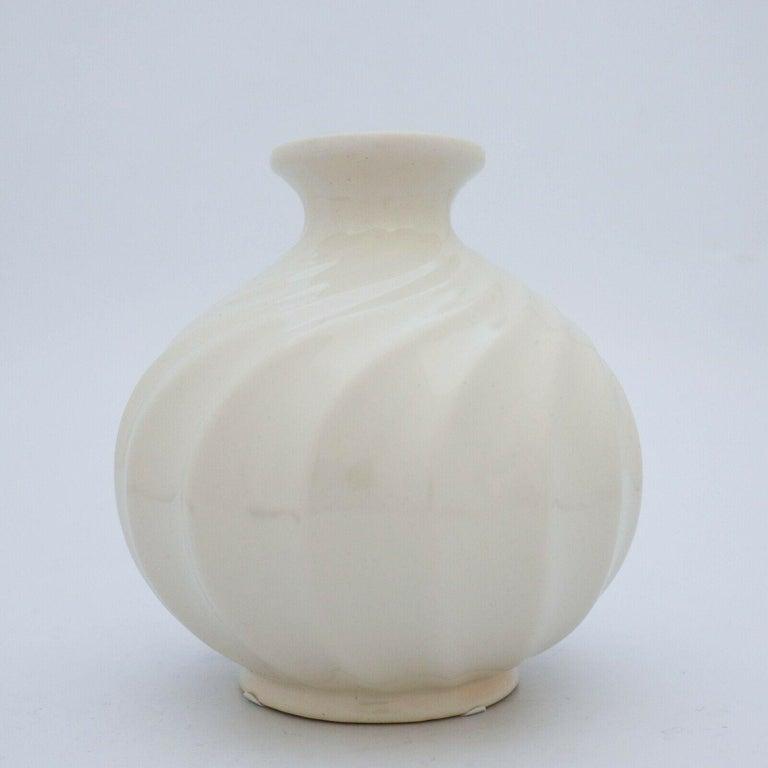Scandinavian Modern Ewald Dahlskog, Creme White Vase, Bo Fajans, Sweden, 1930s For Sale