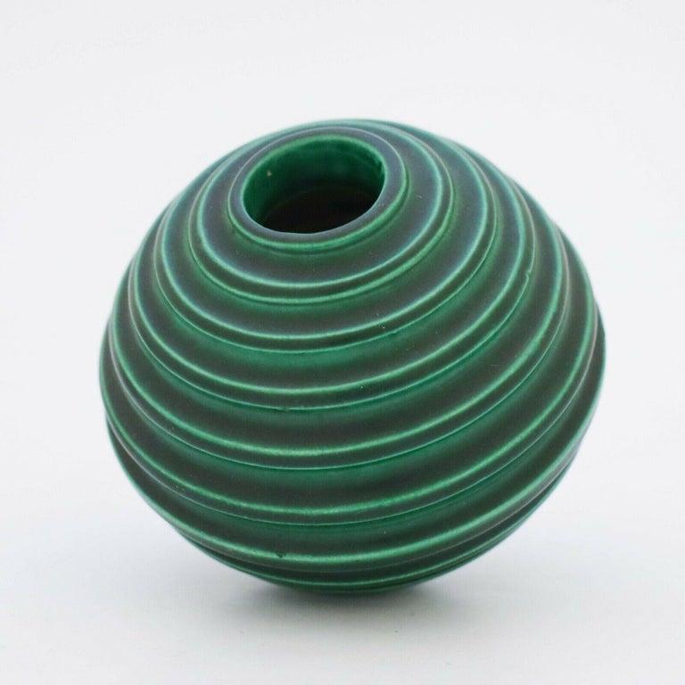 Scandinavian Modern Ewald Dahlskog, Green Art Deco Globose Vase, Bo Fajans, Sweden, 1930s For Sale