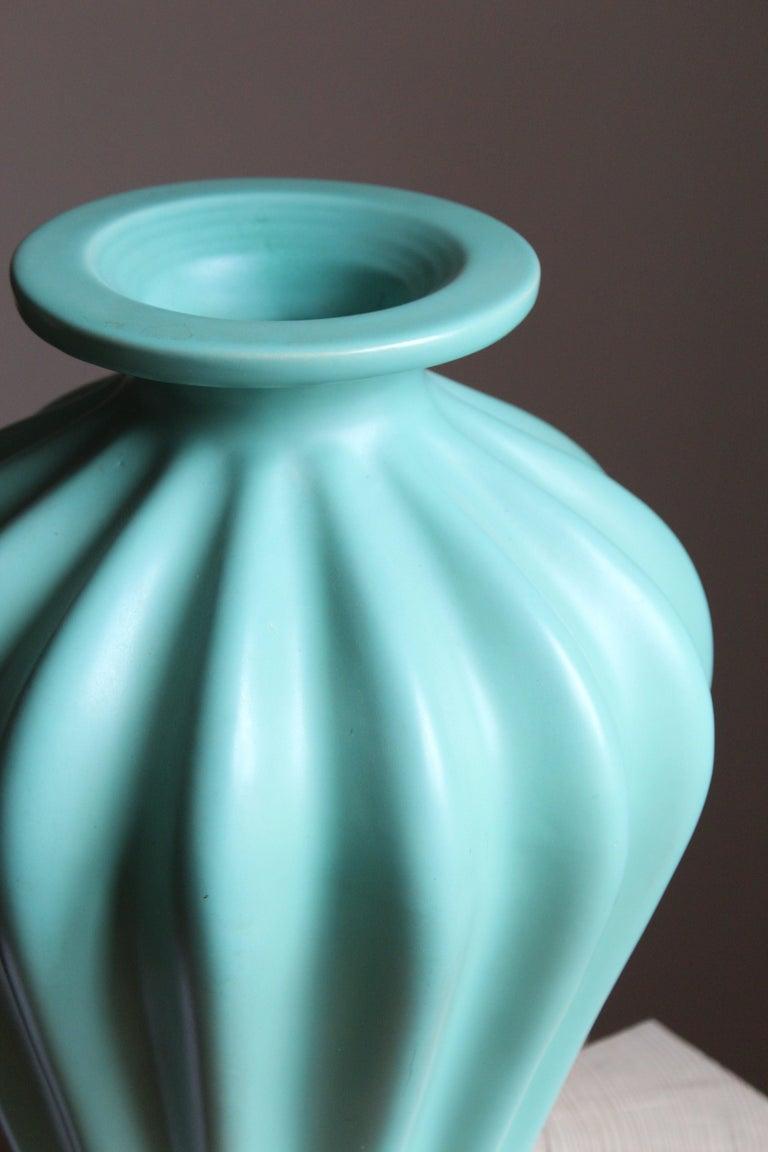 Scandinavian Modern Ewald Dahlskog, Large Vase, Green-Glazed Stoneware, Bo Fajans, Sweden, 1930s For Sale