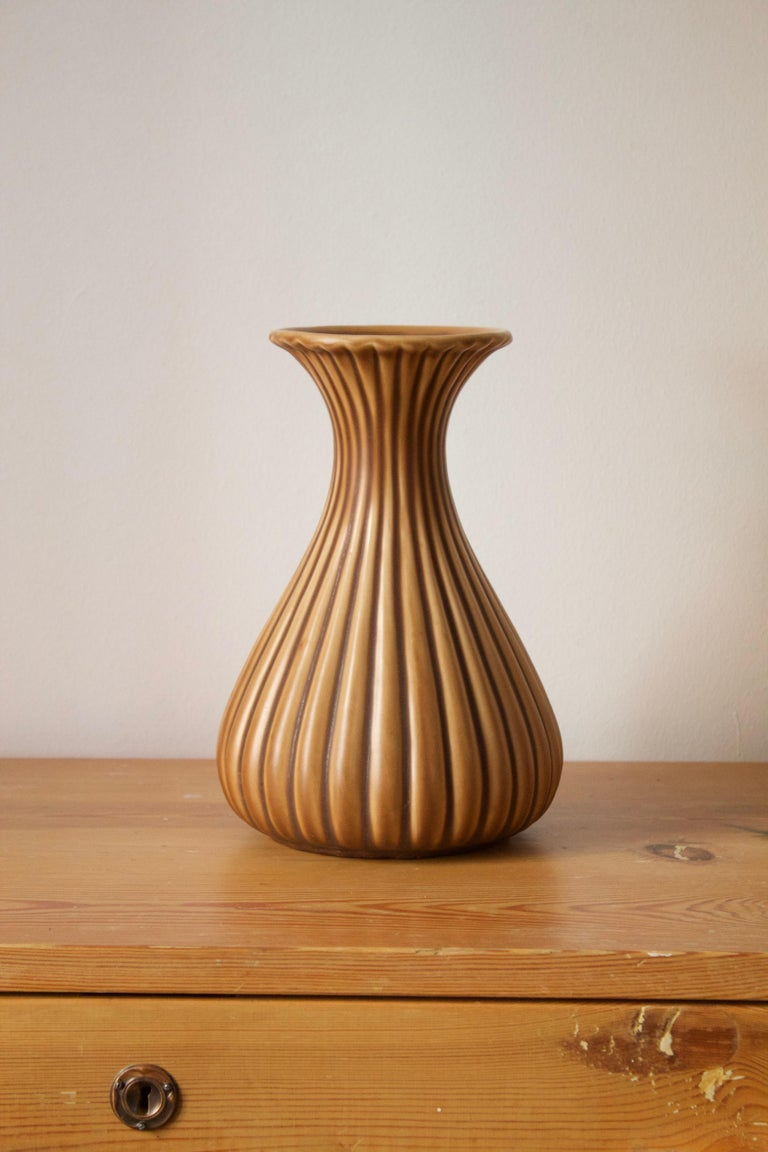 A sizable and rare vase. Designed by Ewald Dahlskog, produced by Bo Fajans, Sweden, 1940s. Marked.
